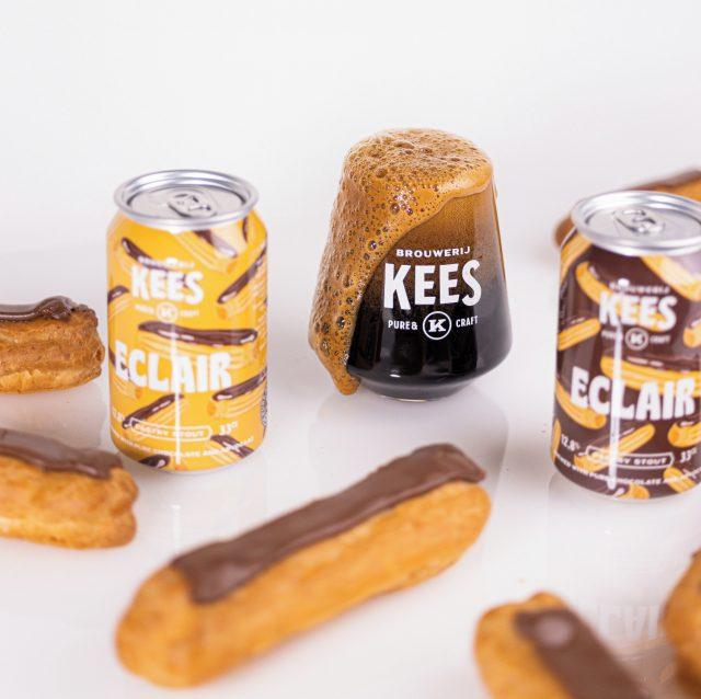 Nieuw! Kees Eclair Pastry Stout 12,8%. Éclair betekent bliksemschicht in het Frans. Het gebakje zou deze naam gekregen hebben omdat het zeer snel, zelfs 'bliksemsnel', gegeten kan worden. Ons advies: neem lekker de tijd voor deze heerlijke Kees Pastry Stout en geniet van al het lekkers in dit bier. Vanaf nu verkrijgbaar in onze webshop via link in bio.