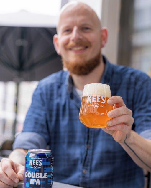 Met wat voor bier proost jij op het weekend? Wij doen het vandaag met Double IPA, ook wel Imperial IPA bier genoemd. Dit bier is vaak zwaarder gehopt en heeft een alcoholpercentage van boven de 7,5%. Onze Double IPA is heerlijk gehopt en fruitig en bloemig van geur. Daarnaast heeft het bier een subtiele droge afdronk. Cheers!